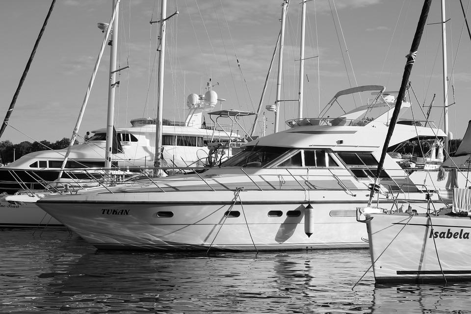 Boote im Yachthafen