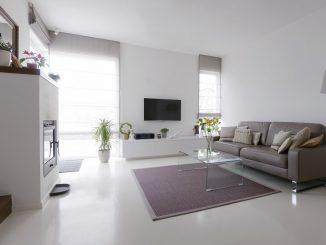 Weißer Epoxidharz-Fußboden in einem modernen Wohnzimmer
